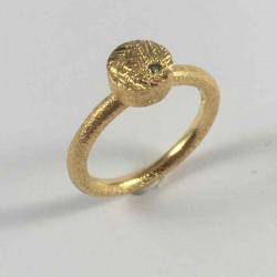 Coin - ring i forgyldt sølv med grøn brillant - 52-2-67FG - P1