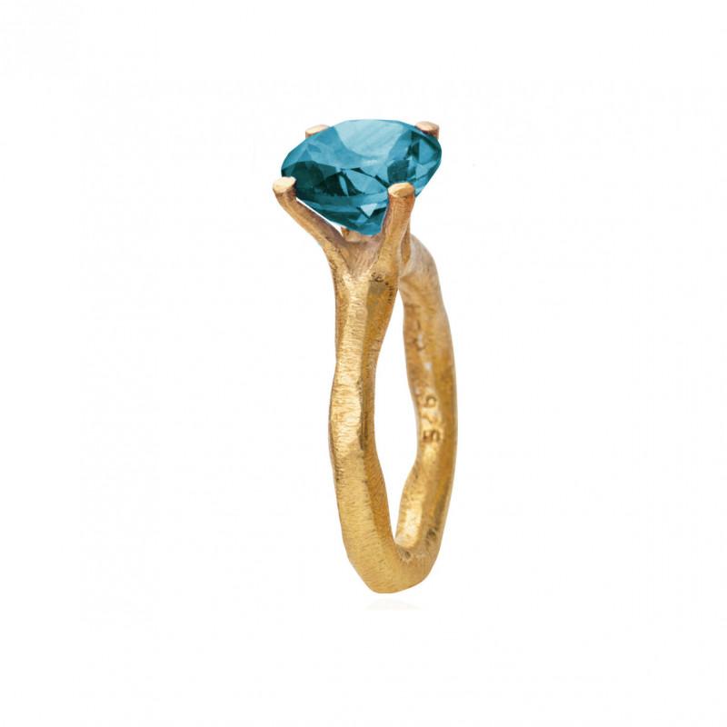 Rustik ring i forgyldt sølv med faceteret London blue krysta - 1681-2-174l